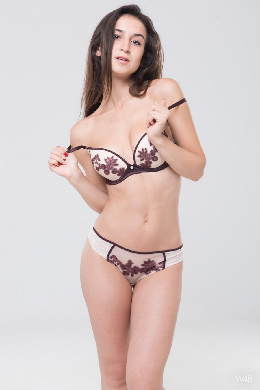 Casting Erotic Galleries - Pure Nude Girls