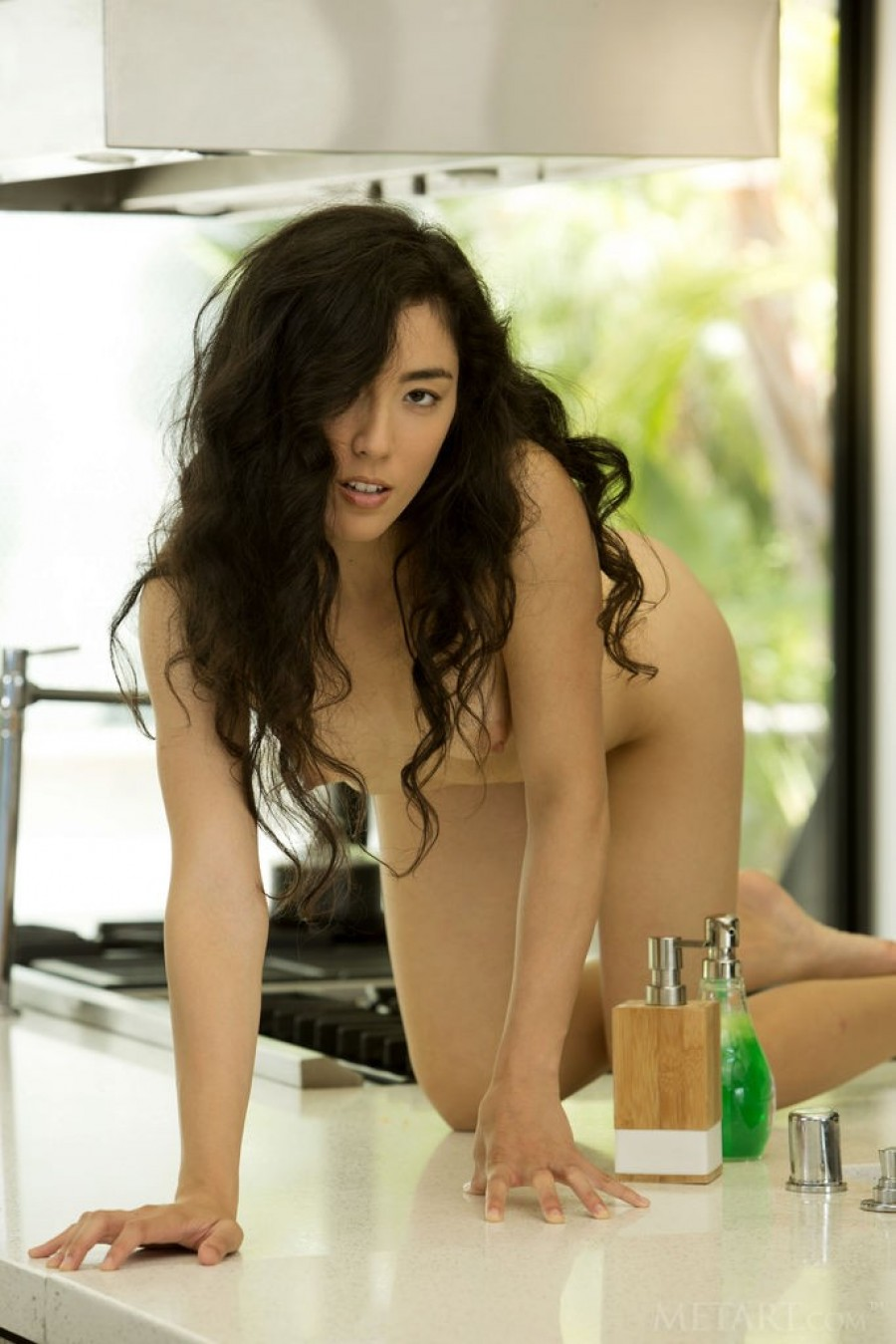 Hottie opens pussy on kitchen table