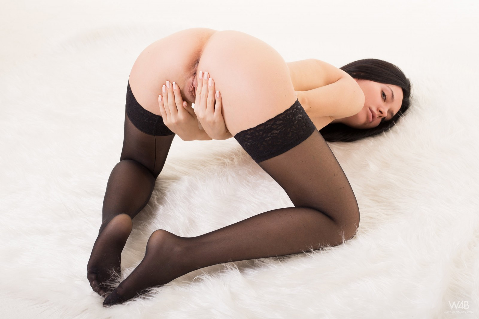 nude girls in thigh highs