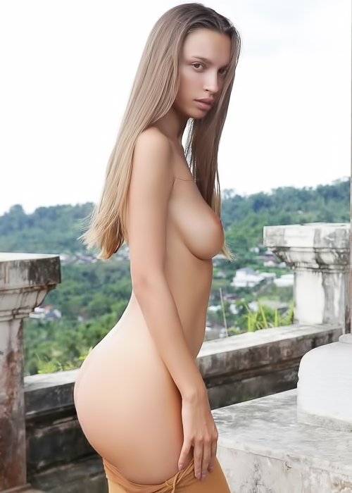 Tourist babe naked sightseeing