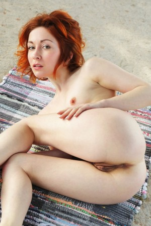 Perfectly shaped babe spends time naked in park
