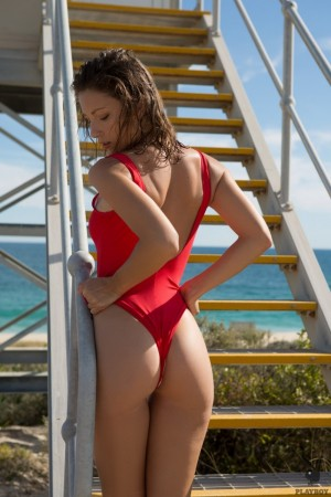 Chick takes off her tight red swimming suit