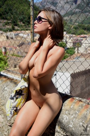 Hot chick warms her hot body under hot sun