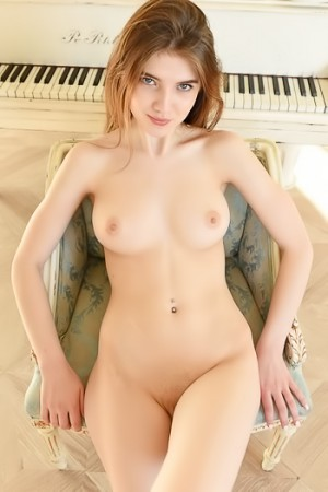 Inspiration to play the piano when she gets naked