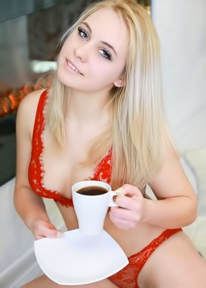 Curvy blonde gets naked with her morning coffee